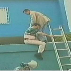 Capriles participó activamente en el asedio a la Embajada cubana en 2002.